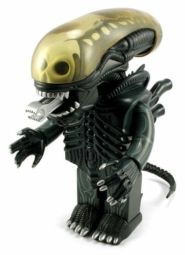 Alien Kubrick 400% figure, produced by Medicom Toy. Front view.
