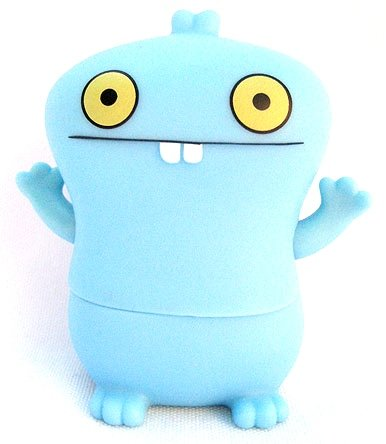 Babo figure by David Horvath, produced by Pretty Ugly Llc.. Front view.