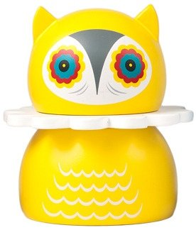 Misko - Yellow figure by Nathan Jurevicius, produced by Kidrobot. Front view.