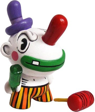 Birro the Clown (Dunny) figure by Chauskoskis. Front view.