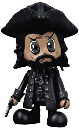 Blackbeard figure, produced by Hot Toys. Front view.