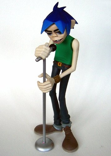 2D - Gorillaz White Edition figure by Jamie Hewlett, produced by Kidrobot. Front view.