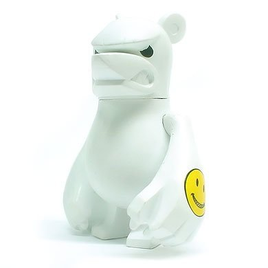 knucklebear figure by Touma. Front view.