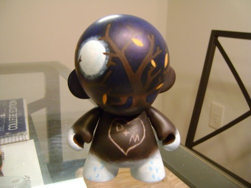 Moonlight Munny figure by Noneg. Front view.