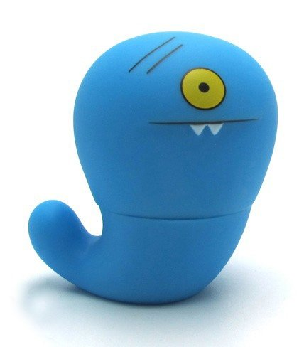 Uglyworm - Blue figure by David Horvath X Sun-Min Kim, produced by Pretty Ugly Llc.. Front view.