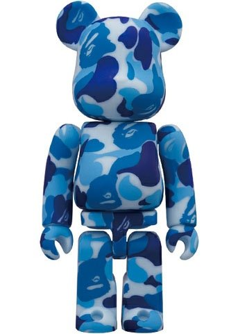 000BAPE11-B Be@rbrick 100% figure by Bape, produced by Medicom Toy. Front view.
