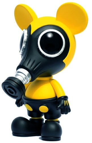 Mousemask Murphy (Biohazard) Mintyfresh Exclusive figure by Ron English, produced by Made By Monsters. Front view.