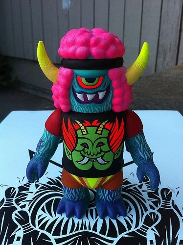 Bangal Ojo Shirt figure by Le Merde X Martin Ontiveros, produced by Gargamel. Front view.