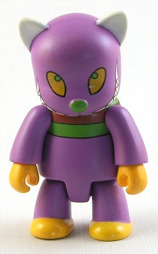 Evil Cat figure by Anna Puchalski, produced by Toy2R. Front view.