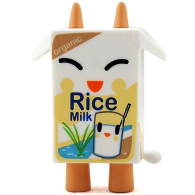 Rice figure by Simone Legno (Tokidoki), produced by Strangeco. Front view.