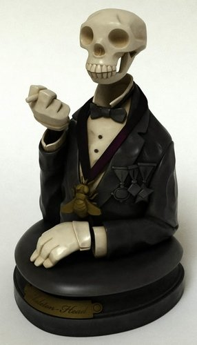 Skeleton Head figure by Mike Mignola, produced by Bigshot Toyworks. Front view.