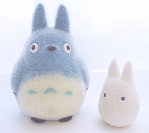 totoro figure by Studioghibli, produced by Nibariki. Front view.