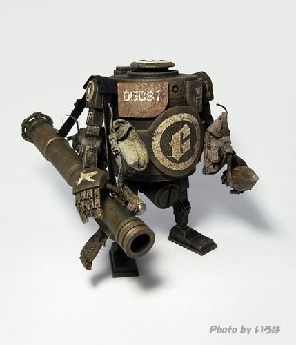 Grave Digger Bramble figure by Ashley Wood, produced by Threea. Front view.
