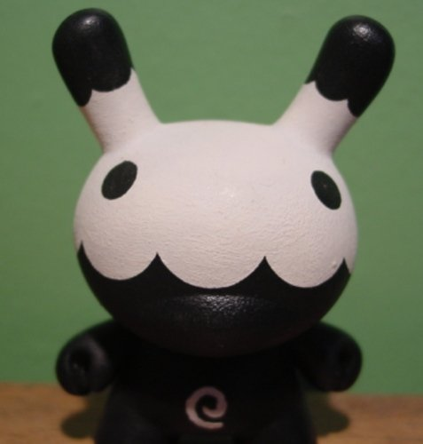 Monochrome Skull Dunny figure by Squidnik, produced by Kidrobot. Front view.