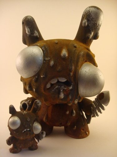 Shawn Wigs Rusted Meltdown Set figure by Shawn Wigs, produced by Kidrobot. Front view.