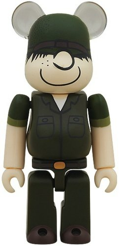 DRx Army Beetle Bailey Be@rbrick 100% figure by Dr. Romanelli, produced by Medicom Toy. Front view.