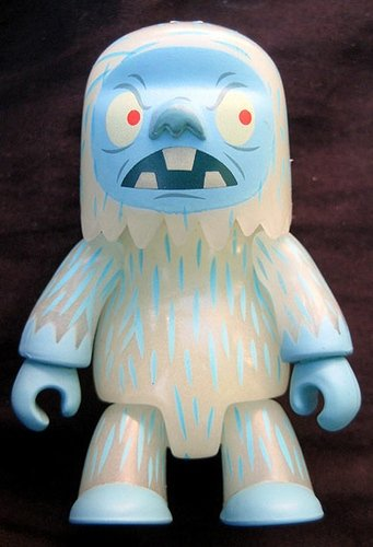 Yeti figure by Gama-Go, produced by Toy2R. Front view.
