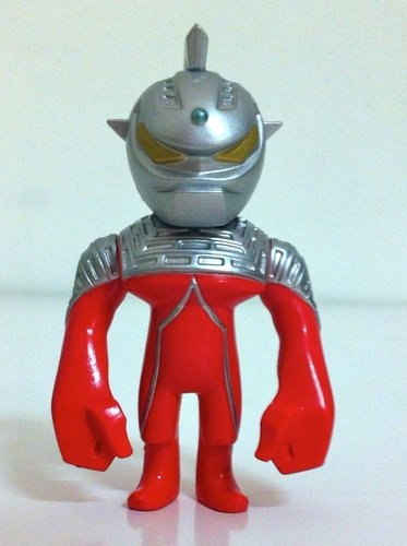 Ultraseven - normal version figure by Touma, produced by Bandai. Front view.