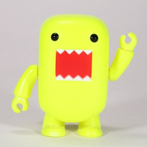 Blacklight Yellow Domo Qee figure by Dark Horse Comics, produced by Toy2R. Front view.