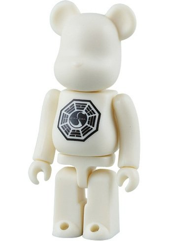 Lost Be@rbrick 100% figure by Abc Studios, produced by Medicom Toy. Front view.