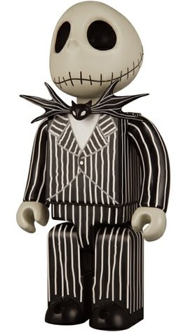 Jack Skellington Kubrick 400% figure by Tim Burton, produced by Medicom Toy. Front view.