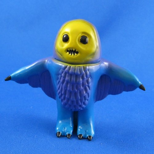 Skelecho Chou-cho figure by Chris Bryan (Grumble Toy), produced by Grumble Toy. Front view.