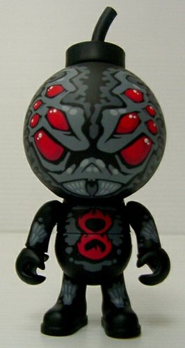 Black Widow figure by Ken Adams (K3N), produced by Jamungo. Front view.