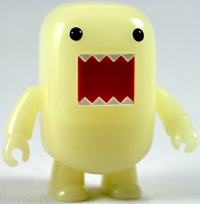 Night Glow Domo figure by Dark Horse Comics, produced by Toy2R. Front view.