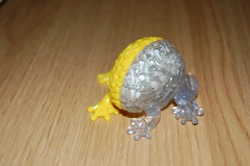 Jumping Brain - Yellow/GID Chase figure by Emilio Garcia, produced by Toy2R. Front view.