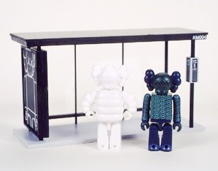 KAWS Bus Stop Kubrick - Set 4 figure by Kaws, produced by Medicom Toy. Front view.