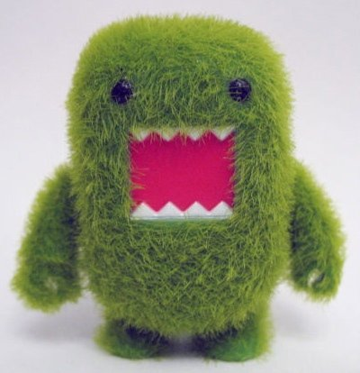 Moss Domo figure by Dark Horse Comics, produced by Toy2R. Front view.