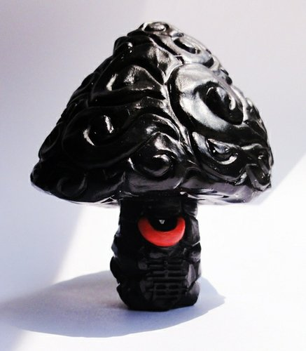 Black Gloss Shiitake - AP  figure by Erick Scarecrow, produced by Esc-Toy. Front view.
