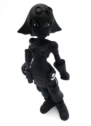 Molly - Black Bean figure by Savin Yeatman-Eiffel, produced by Muttpop. Front view.