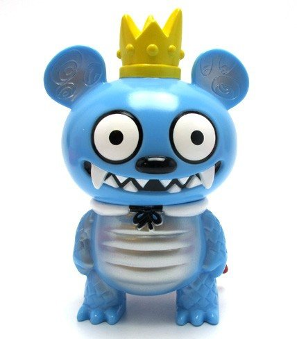 Monster Bossy Bear - Kaiju Blue figure by David Horvath, produced by Toy2R. Front view.