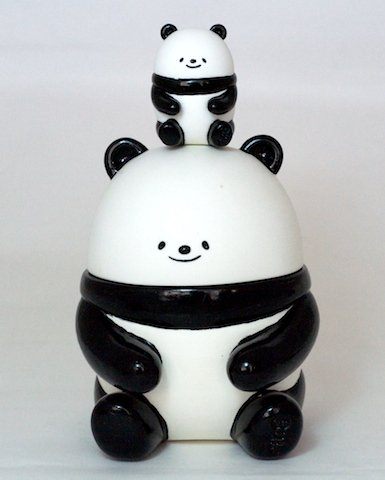PandaB figure by Bubi Au Yeung, produced by Crazylabel. Front view.