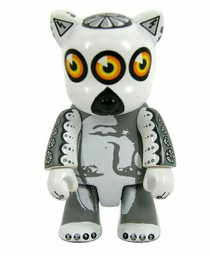 LemuRu-486 figure by Rob Mcbroom, produced by Toy2R. Front view.