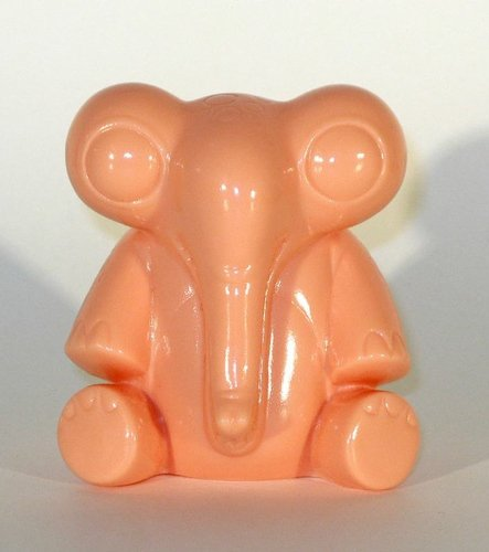 Waniphant - Cotton Candy Machine (Pink) figure by Shane Haddy, produced by Hints And Spices. Front view.
