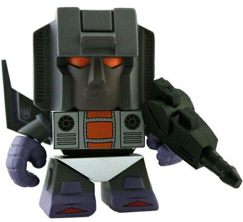 Transformers Mini Figure Series 2 - Skywarp figure by Les Schettkoe, produced by The Loyal Subjects. Front view.