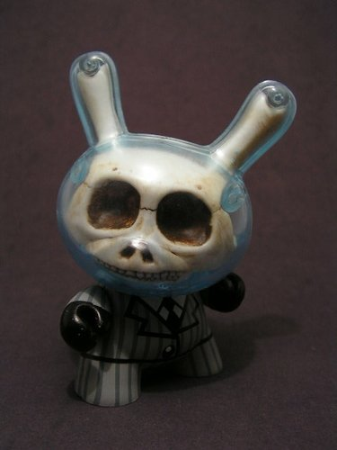 Skull Dunny figure by George Gaspar. Front view.