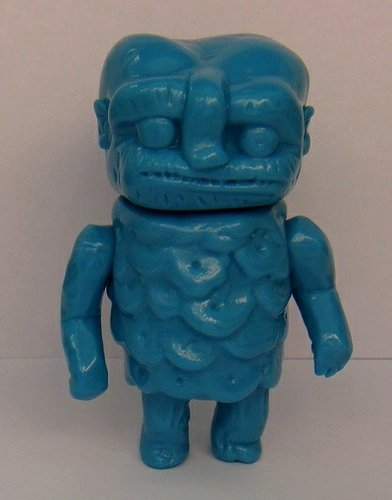 Ojisan - shooying blank blue figure by Grody Shogun, produced by Lulubell Toys. Front view.