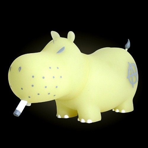 6 Potamus - GID, Grey Detailing figure by Frank Kozik, produced by Toy2R. Front view.