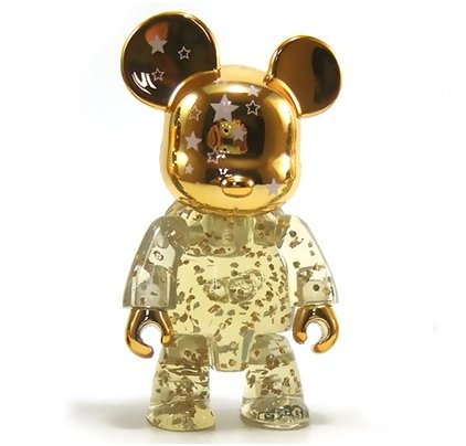 2.5 Qee Gold Shining Star Bear figure by Raymond Choy, produced by Toy2R. Front view.