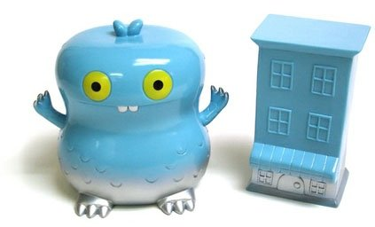 Blue Kaiju Babo with Cookie Shop figure by David Horvath, produced by Intheyellow. Front view.