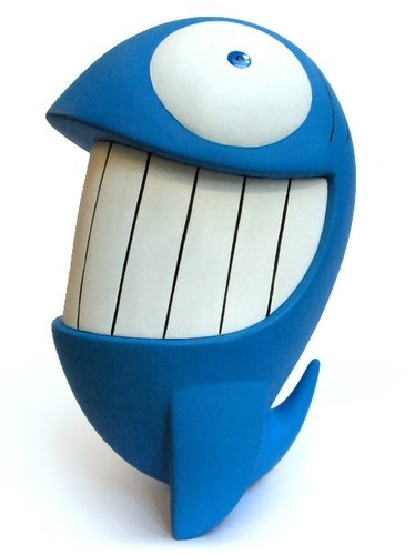Happy Fish figure by Pez, produced by Nukod. Front view.