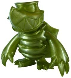 Skuttle - Green Pearl figure by Touma, produced by Toumart. Front view.