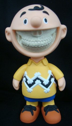 Grin - OG figure by Ron English, produced by Made By Monsters. Front view.