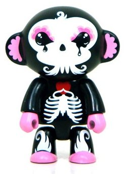 Lunabee Skelanimal Qee figure by Lunabee, produced by Toy2R. Front view.