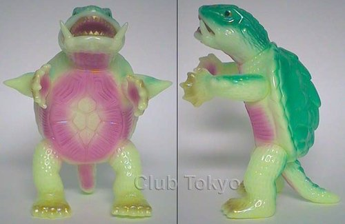 Gamera Glow-in-the-Dark figure by Yuji Nishimura, produced by M1Go. Front view.