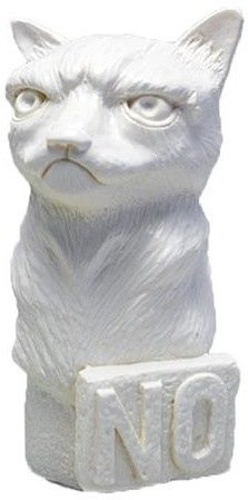 Grumpy Cat Mini Bust figure by Plastic Foundry, produced by Plastic Foundry. Front view.