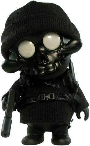 Midnight Scull figure by Ferg. Front view.
